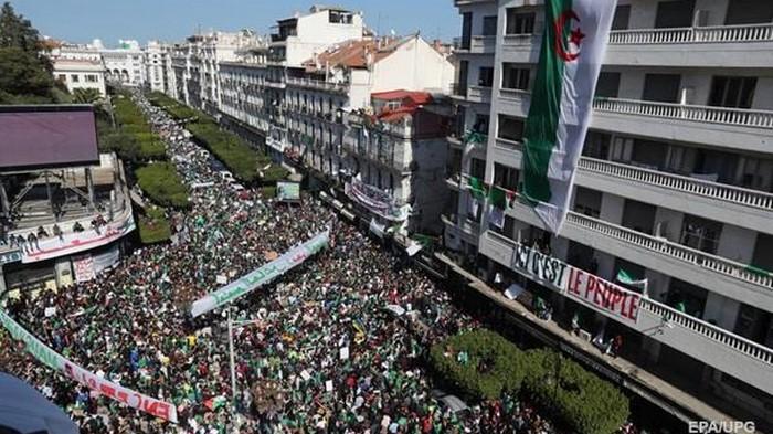 В Алжире на антипрезидентский митинг вышли миллион человек