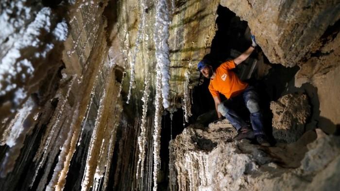 Невероятное открытие в Израиле: найдена крупнейшая в мире соляная пещера (фото)