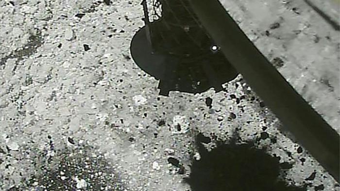 Японский зонд Хаябуса-2 устроил взрыв на астероиде Рюгу