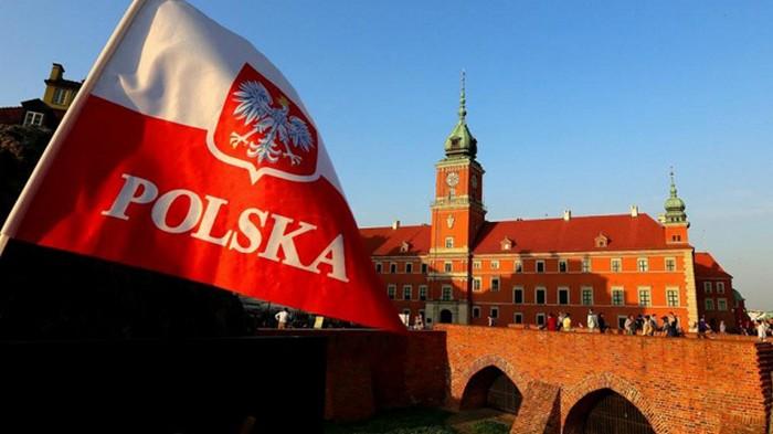 В Польше поезд снес скорую помощь на переезде, есть жертвы