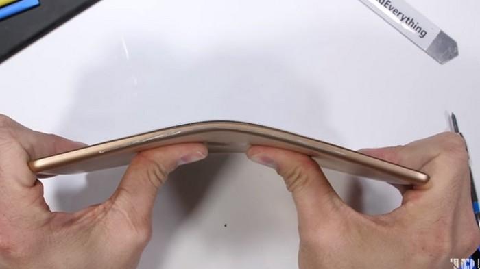 Выносливость iPad mini испытали в краш-тесте
