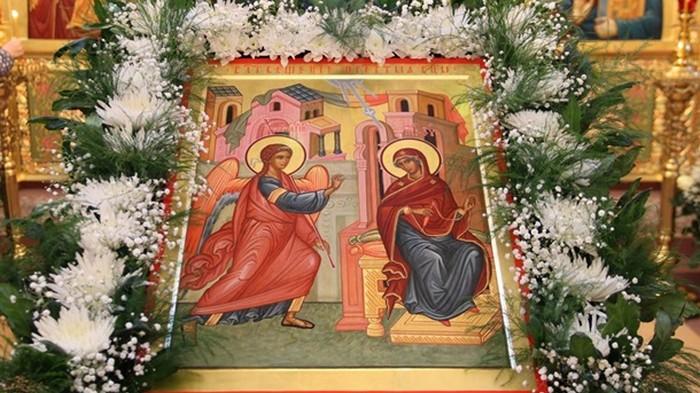 Православные христиане празднуют Благовещение