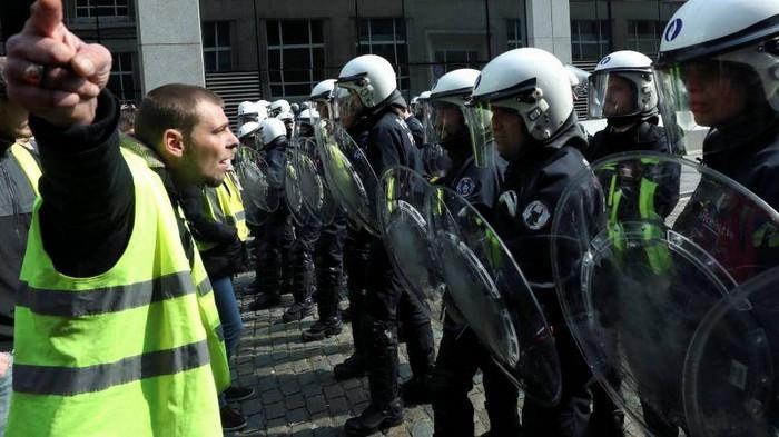 Во Франции желтые жилеты анонсировали новую волну протестов