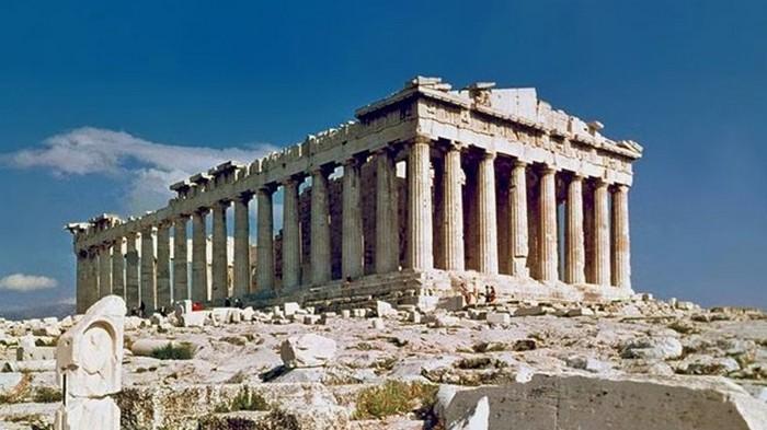Туристов в греческом Акрополе ударила молния