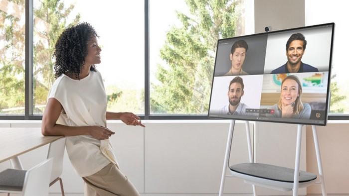 Microsoft шокировала планшетом гигантских размеров: видео