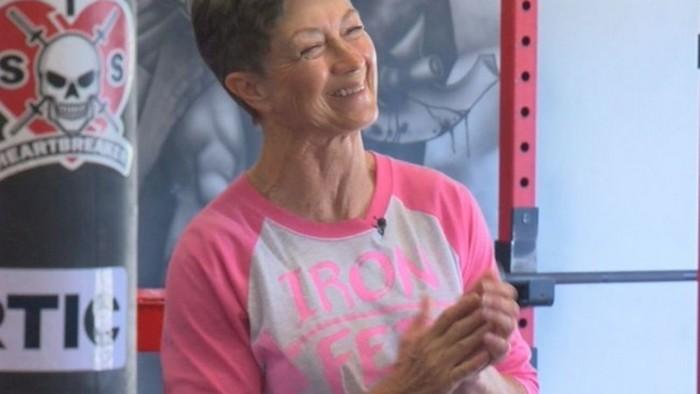 Женщина в 69 лет побила рекорд по пауэрлифтингу (видео)