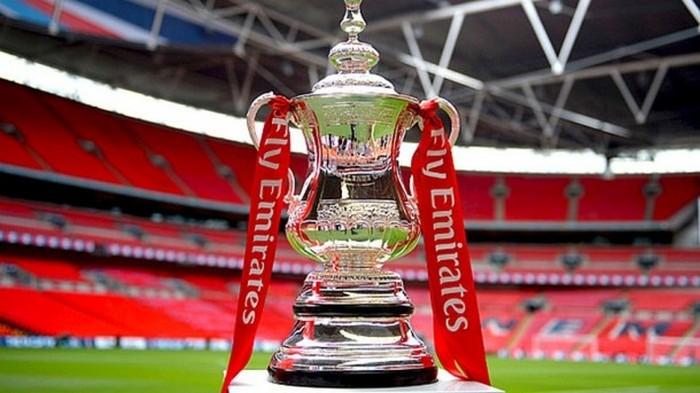 Победителю Кубка Англии подарят детское шампанское