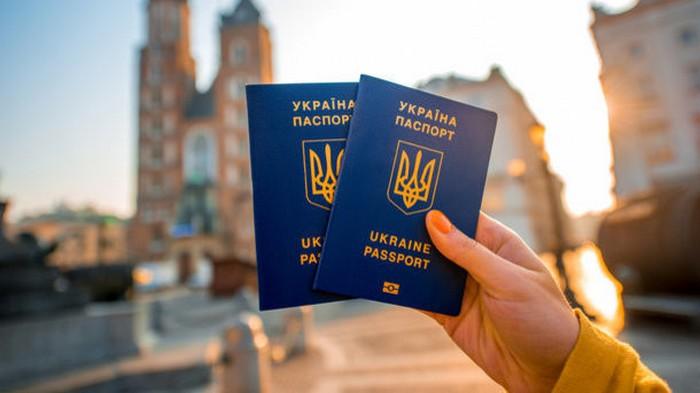В Украине временно остановили выдачу биометрических документов