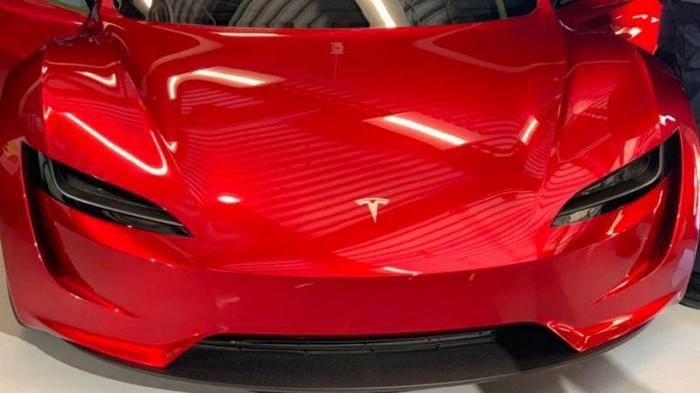 Инвестор Tesla показал, как выглядит новый Roadster (видео)