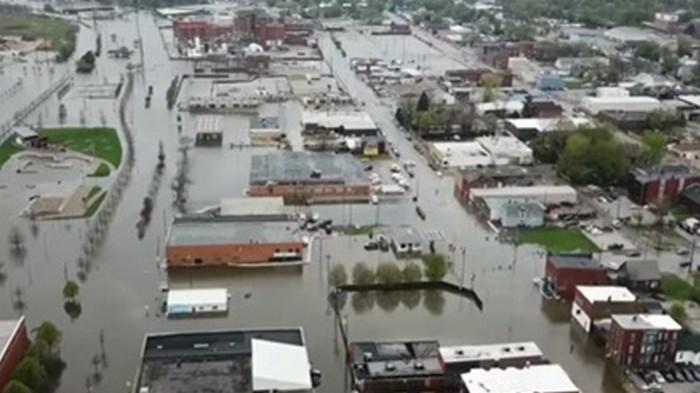 Масштабный потоп в США: Миссисипи прорвала дамбы (видео)