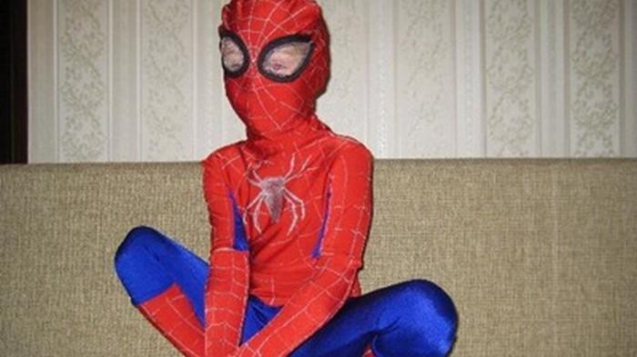 Ребенок в костюме Человека-паука выпал с восьмого этажа и выжил
