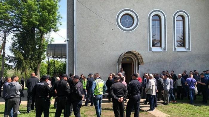 В Черновицкой области пытались захватить храм
