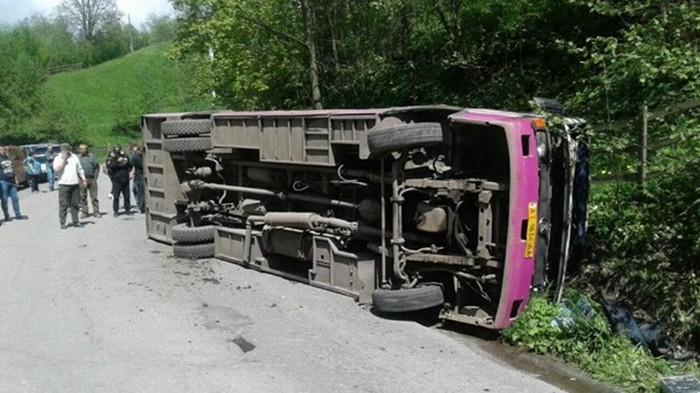 На Закарпатье перевернулся рейсовый автобус, есть жертвы (фото)