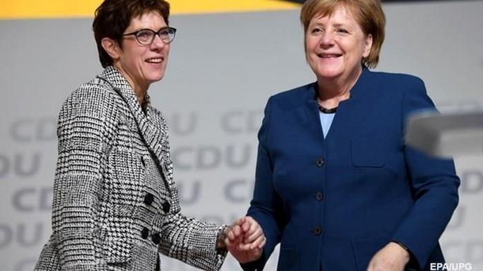 Меркель разочаровалась в своей преемнице − СМИ