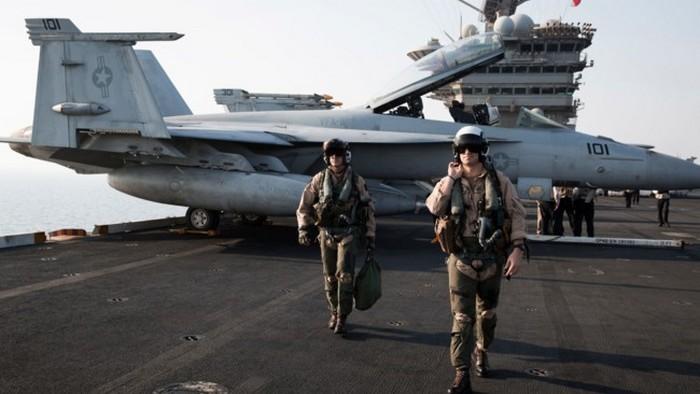 Военные летчики признались о встречах с НЛО: видео