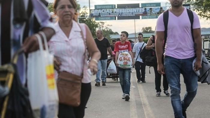 В Перу за день попросили убежища почти пять тысяч венесуэльцев
