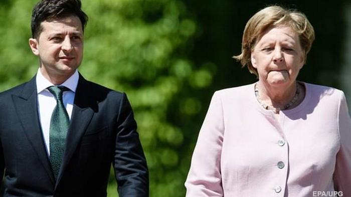 Меркель начало трясти на встрече с Зеленским (видео)