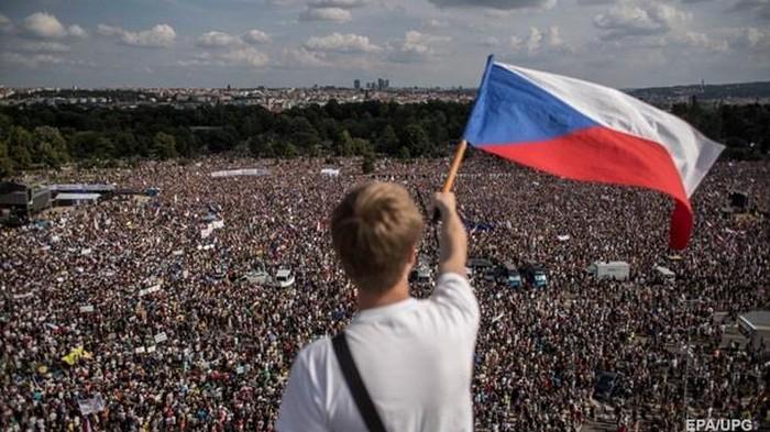 В Праге более 250 тысяч митингуют против власти