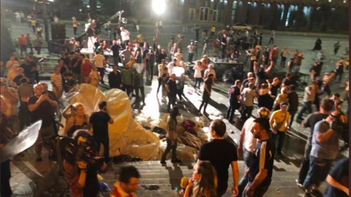 Протестующие в Тбилиси строят баррикады