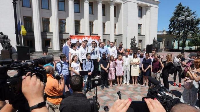 Кандидаты от партии Вакарчука обязались не идти в Раду более чем на два срока