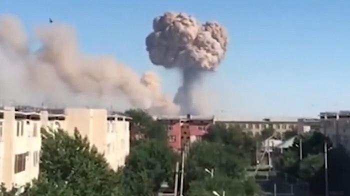 Взрывы на военных складах в Казахстане: число погибших возросло