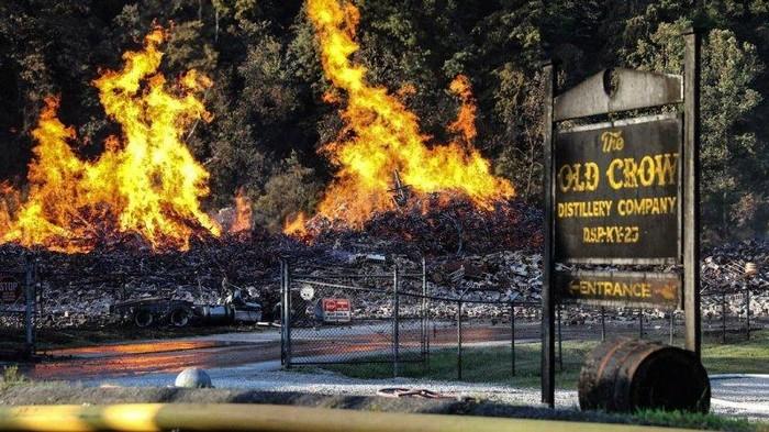 Пожар на складах Jim Beam в США уничтожил больше 7 млн литров бурбона