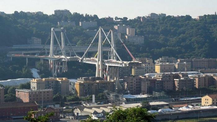 В Генуе снесли мост, под завалами которого в прошлом году погибли более 40 человек — видео