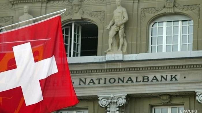 Банки Швейцарии начали доплачивать заемщикам за кредиты