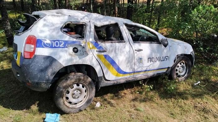 Нацполиция будет судиться из-за ямы на дороге в Ровенской области (фото)