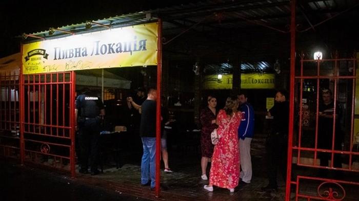 В Киеве мужчина обстрелял посетителей кафе
