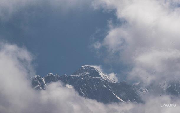 Непал ужесточает требования к желающим подняться на Эверест
