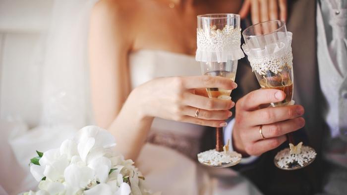 Как правильно выбирать свадебные бокалы?