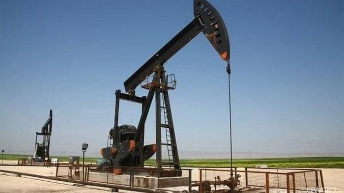 Нефть дешевеет после рекордного скачка