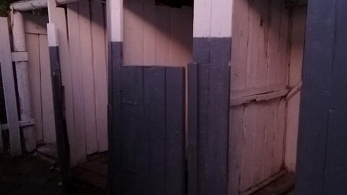 В школе на Закарпатье первоклассник провалился в туалет (фото)