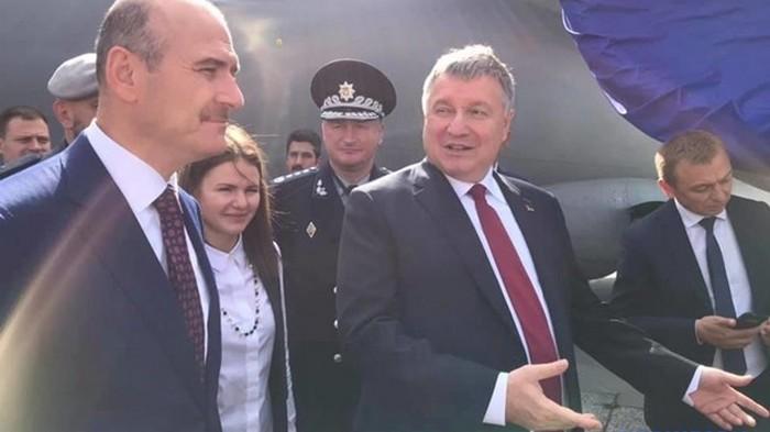 Самолет является первым самолетом с комплектующими из Украины и Европы и не имеет российских запчастей.