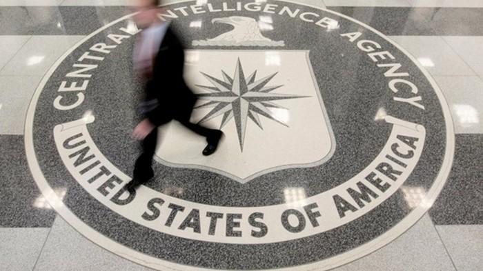 Подавший на Трампа жалобу информатор работает в ЦРУ - СМИ
