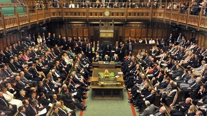 Парламент Великобритании возобновил работу