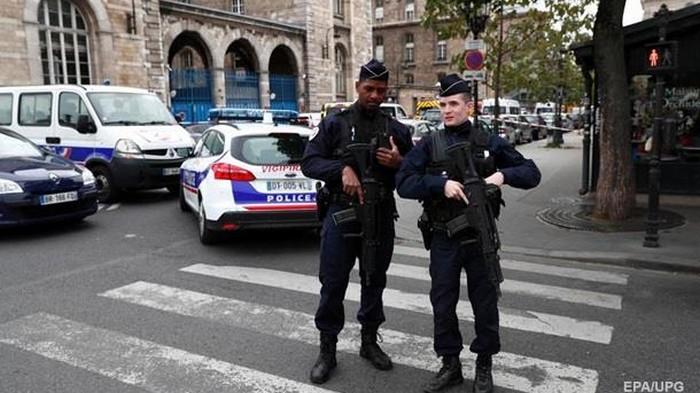 Резню в префектуре Парижа устроил инвалид - СМИ