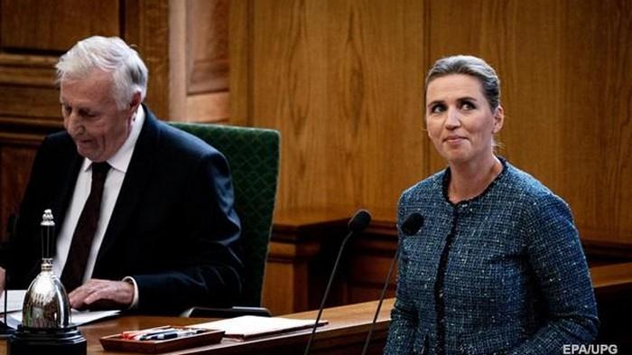 Премьер Дании рассмешила парламент историей о верблюде (видео)