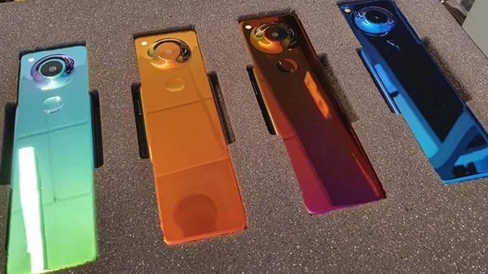 Представлен уникальный телефон с вытянутым экраном (фото)
