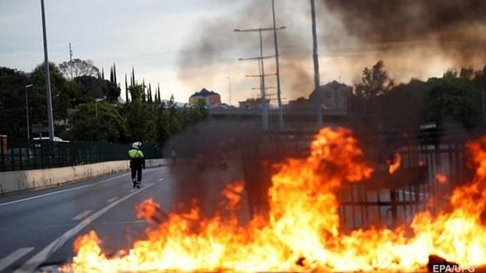 В Барселоне продолжаются массовые беспорядки (видео)