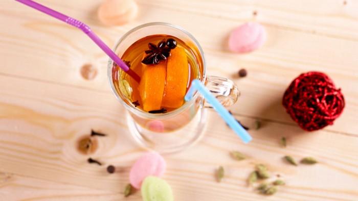 Согревающий осенний напиток: рецепт фруктового чая с пряностями