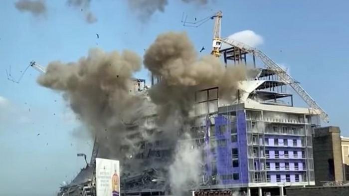 Два подъемных крана взорвали в США (видео)
