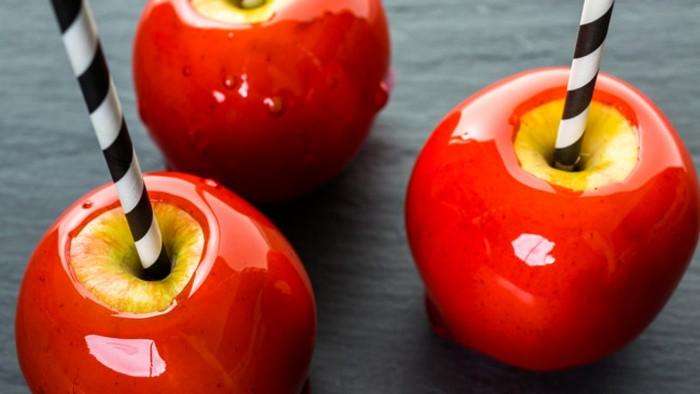 Как приготовить яблоки в карамели на Хэллоуин