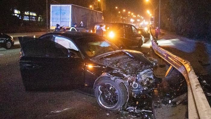 В Киеве cтолкнулись шесть авто, два водителя сбежали (видео)
