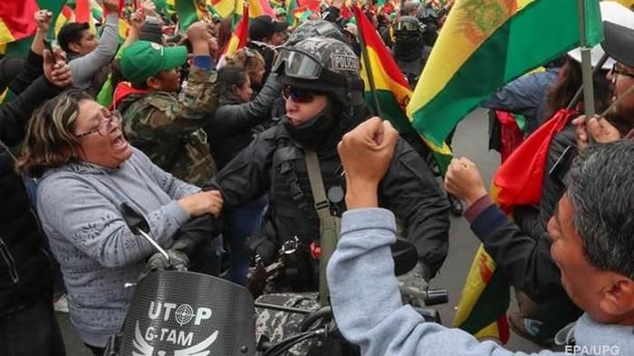 США следят за развитием событий в Боливии