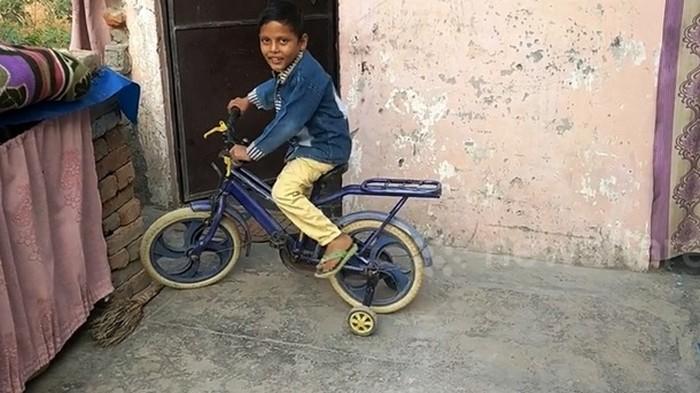 В Индии шестилетнего ребенка сделали божеством