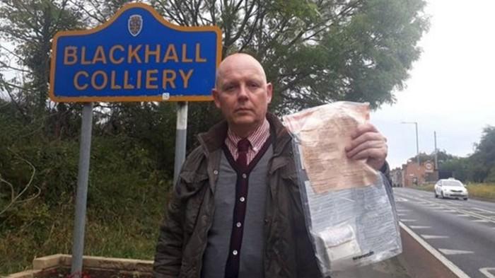 В английском селе кто-то подбрасывает пакеты с деньгами