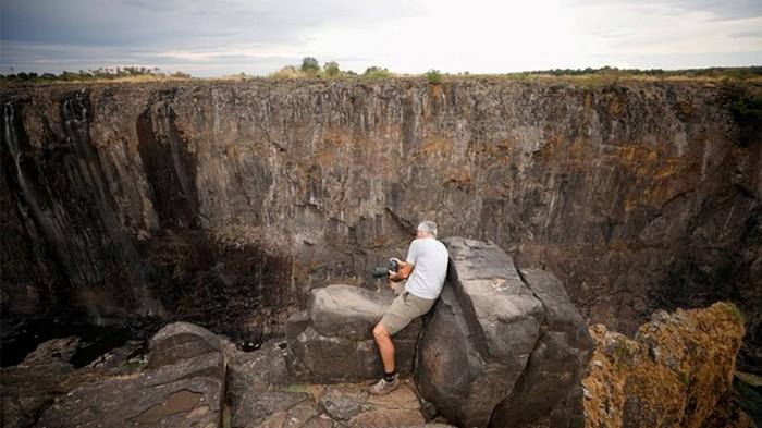 В Африке пересох водопад Виктория (фото)