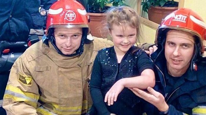 В Киеве спасатели вытащили застрявшего в батарее ребенка